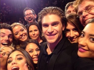 xpretty-little-liars-on-stage.png.pagespeed.ic.eQldunIn7J
