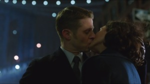 the-scarecrow-gordon-and-thompkins-kiss-after-their-third-date